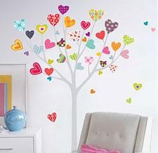 Наклейка виниловая Сердечки на дереве фото