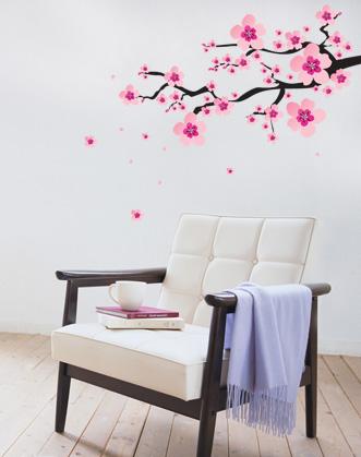 купить интерьерную наклейку на стену ветка сакуры с нежными цветами