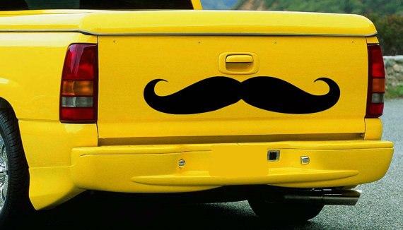прикольная наклейка на автомобиль: усы выделится из транспотного потка и подчеркнуть свою оригинальность