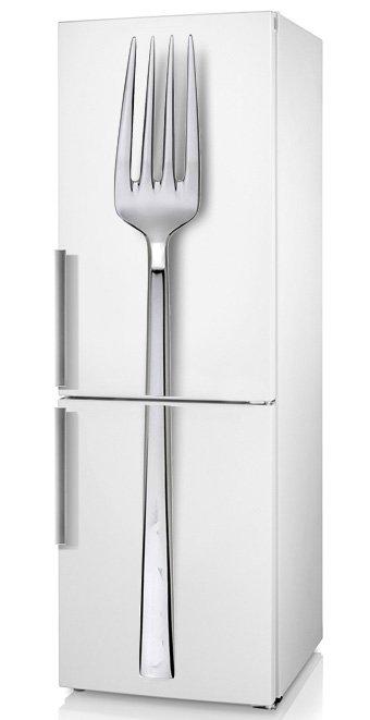 декор кухни прикольной виниловой наклейкой на холодильник: вилка