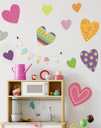фото наклейки сердечки яркие разноцветные в комнату девочки