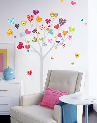 наклейка на стену для гостиной или спальни дерево с сердечками