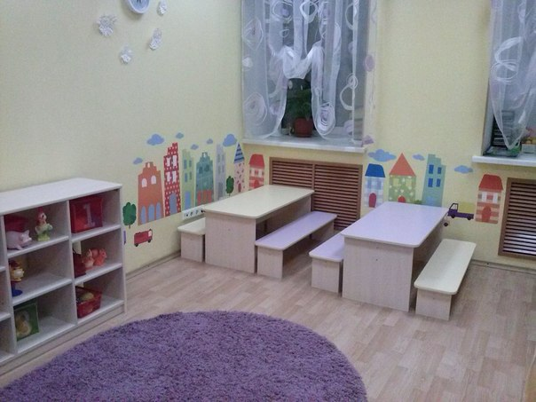 реальная фотография оформление детского сада наклейками