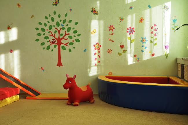 реальная фотография оформления детского сада наклейками ТМ DesignStickers