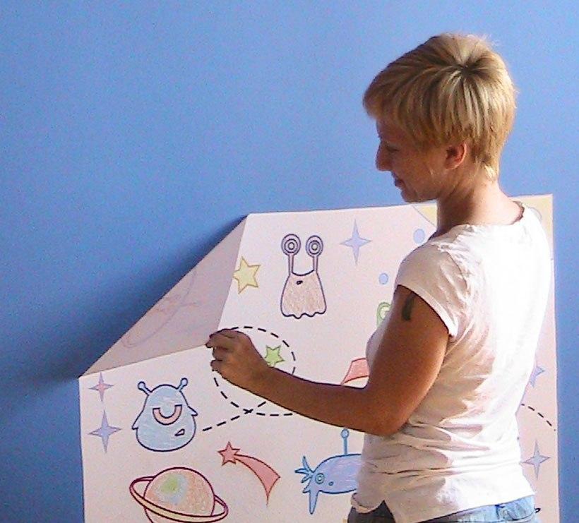 фото как снять многоразовую раскраску со стены