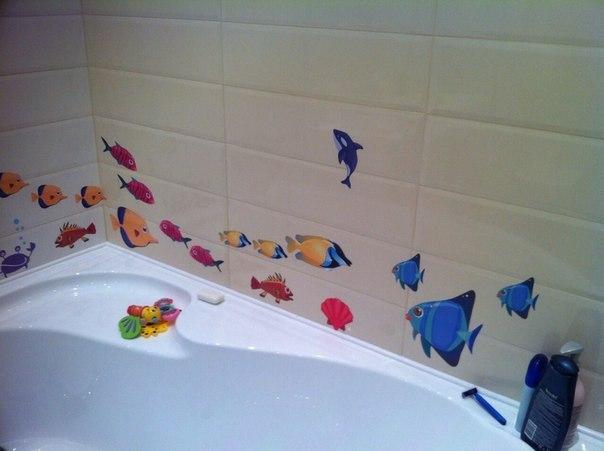 реальное фото наклейка на кафель разноцветные рыбки ТМ DesignStickers